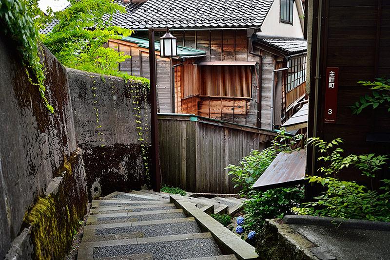 金沢観光で訪れたい情緒ある坂道、町の変化を楽しむ坂道3選