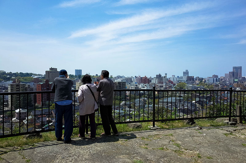 坂学会理事、井手 のり子さんに金沢の坂道を案内 ― 起伏に富んだ地形を体感できる坂道巡りルート