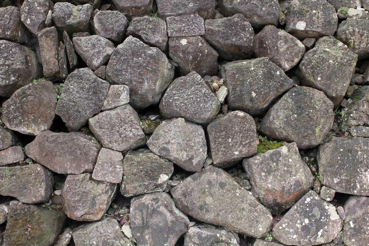 野面積み(自然石積み)