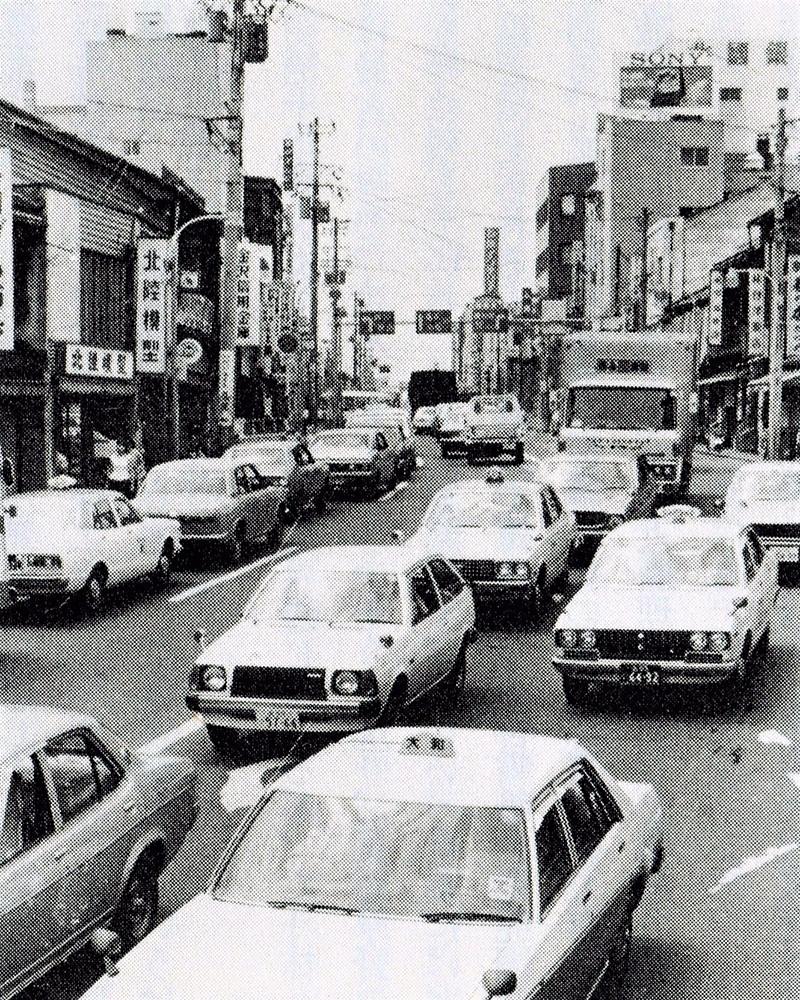 昭和50年代、拡幅前の瓶割坂(高室信一著『金沢・町物語』より)