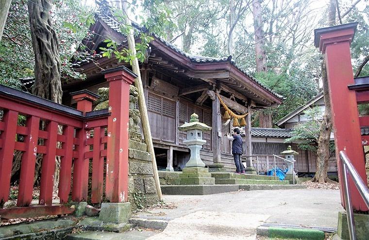 麓の児安神社