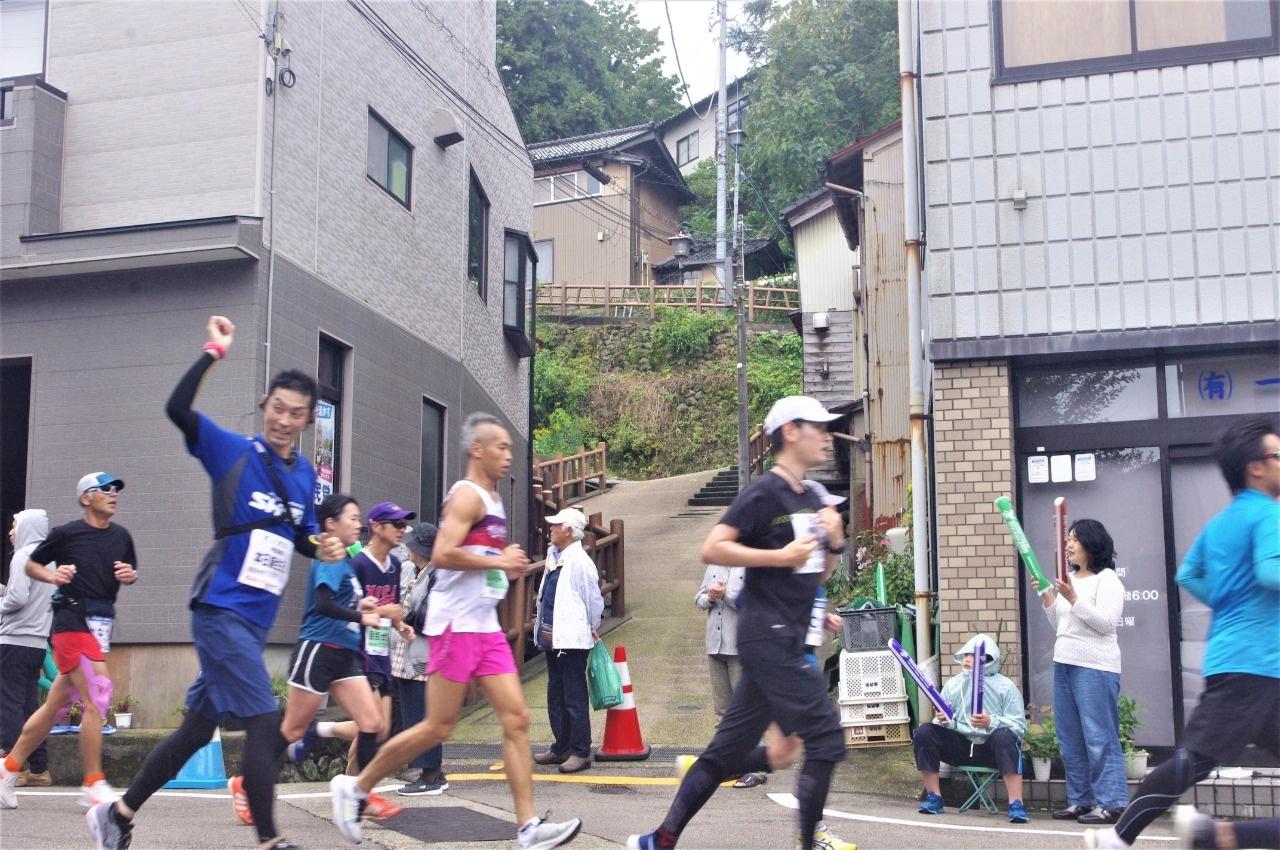 金沢マラソン2019が坂下を行く