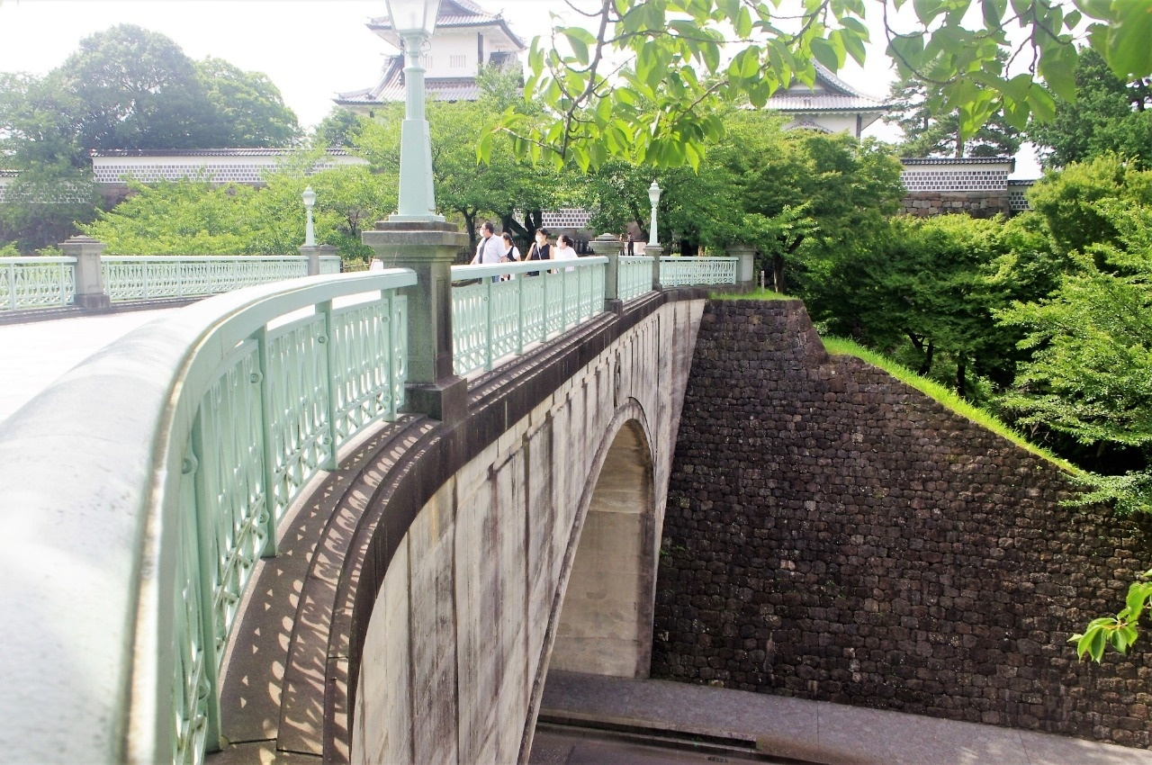 石川門前の石川橋。「土橋坂」はこの下にあった